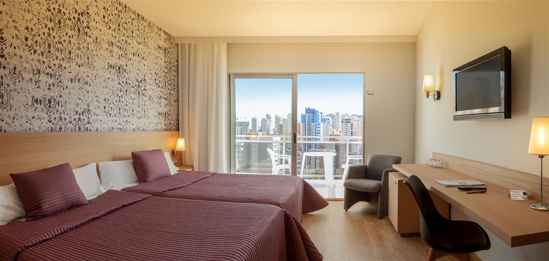 Rooms hotel rh princesa benidorm triple individual and - Habitaciones de princesas ...
